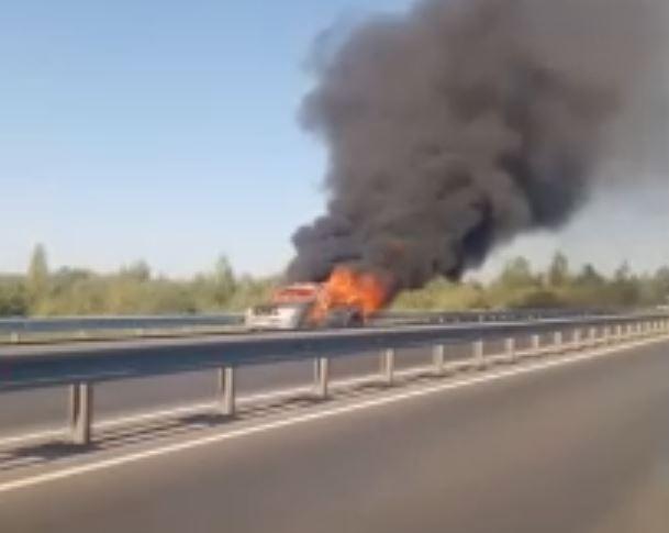 На выезде из Кирова загорелась машина