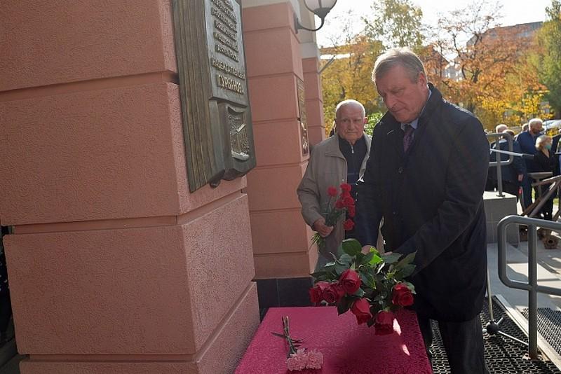 В библиотеке Герцена открыта мемориальная доска в честь Надежды Гурьяновой