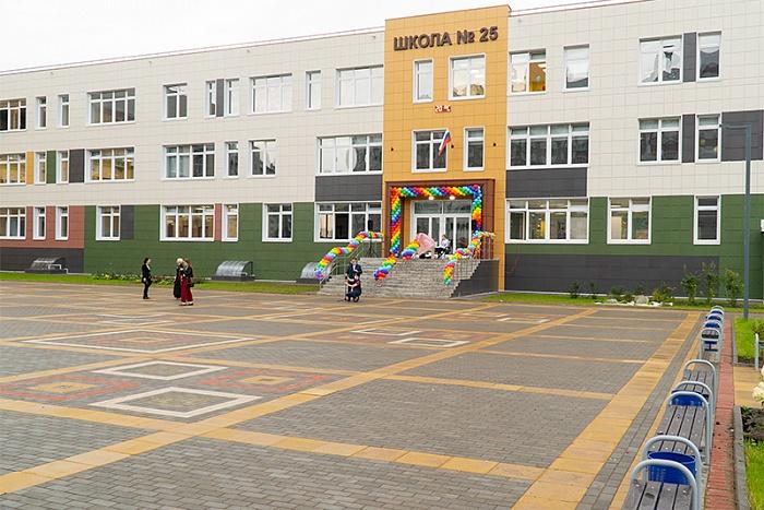 В школах Кирова прозвенели первые звонки