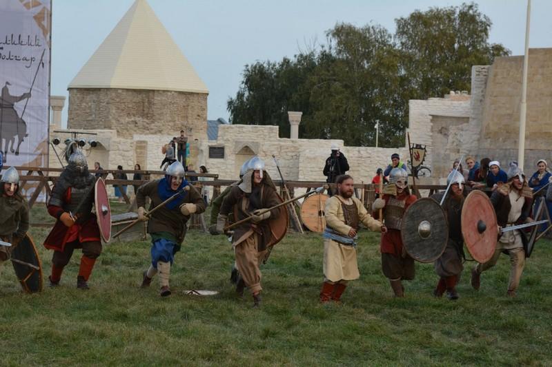 Житель Кировской области выступил на крупном фестивале средневекового боя