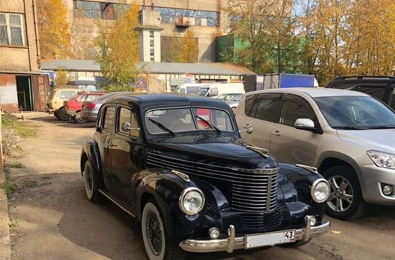 По Кирову ездит необычный коллекционный автомобиль