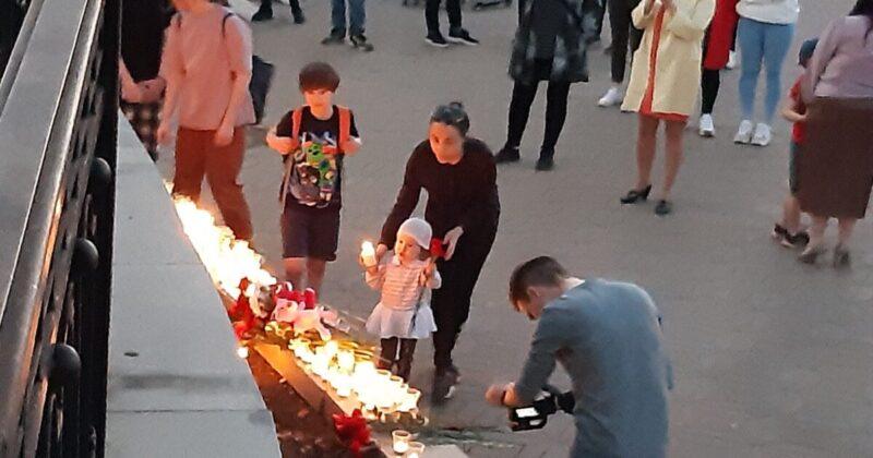 В Кирове зажгли свечи в память о школьниках Казани