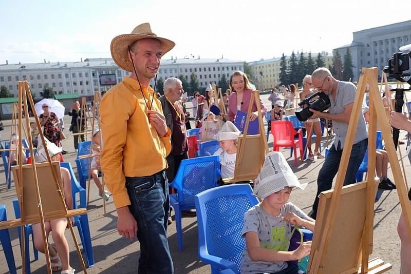 Vasiliy Kuraksa na teatralke v Kirove Художник, учивший губернатора Кировской области рисовать, выкладывает картины в Instagram