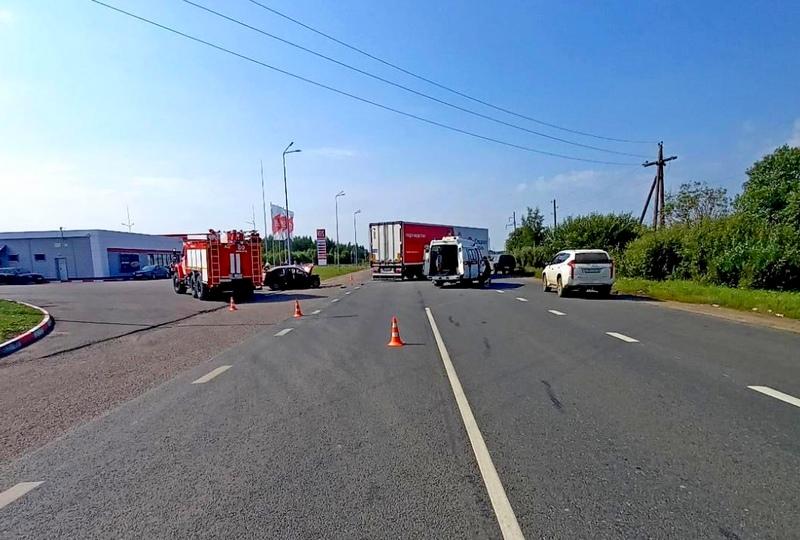 dtp YAranskiy rayon 11 avgusta 2021 В Яранском районе водитель ВАЗа погиб, столкнувшись с грузовиком