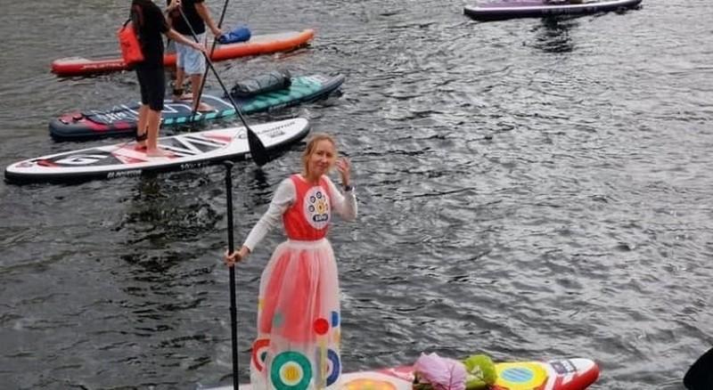 По каналам Петербурга — в стиле дымковской игрушки