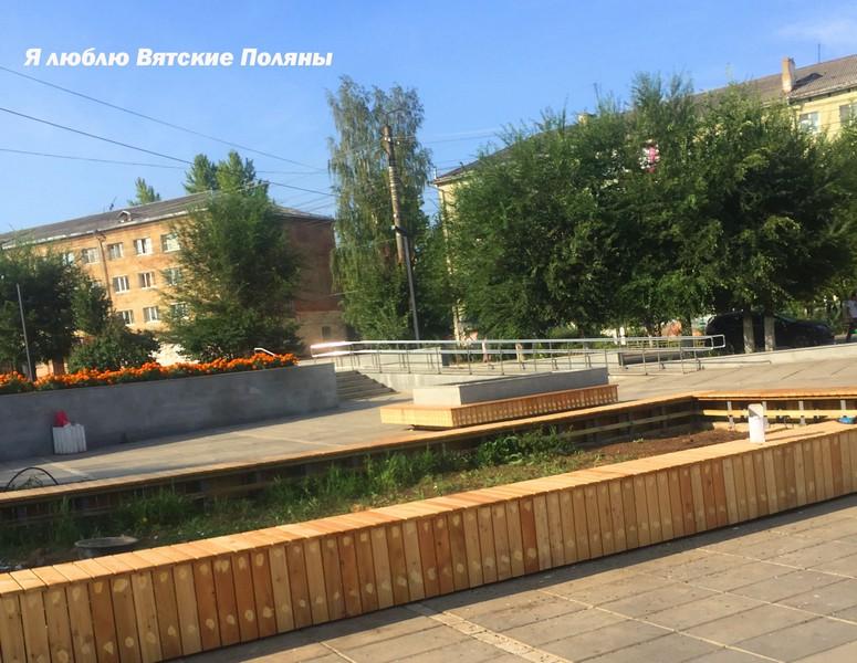 skameyki1 В Вятских Полянах появились скамейки-клумбы