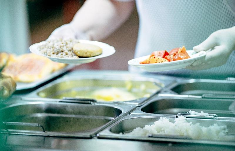 stolovaya Бесплатное горячее питание получат более 63 тысяч детей региона