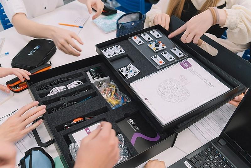 В кировском лицее открылся первый школьный технопарк «Кванториум»
