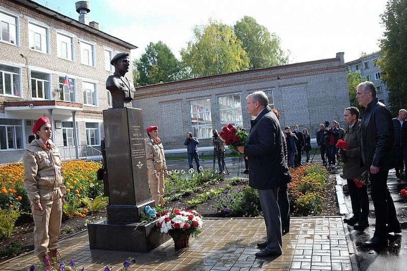 В Кирово-Чепецке открыли бюст в честь земляка-бойца 6-й роты