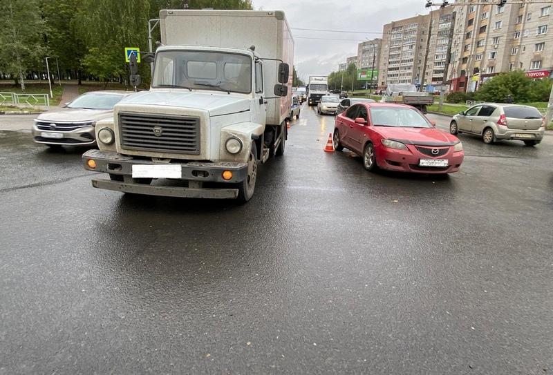 "dtp Lomonosova 14 sentyabrya 2021 Сбил ГАЗ, упала на ""Мазду"""