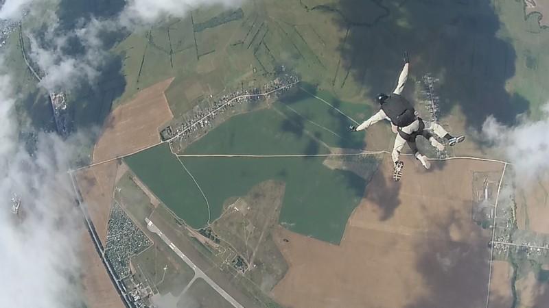 parashyut2 73-летняя жительница Кировской области прыгнула с парашютом